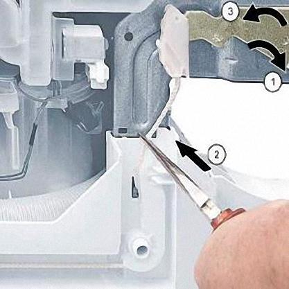Lắp đặt lò xo mới trong máy rửa chén Bosch