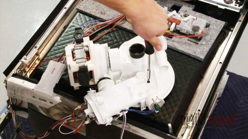 bơm và làm nóng máy rửa chén Bosch cùng nhau