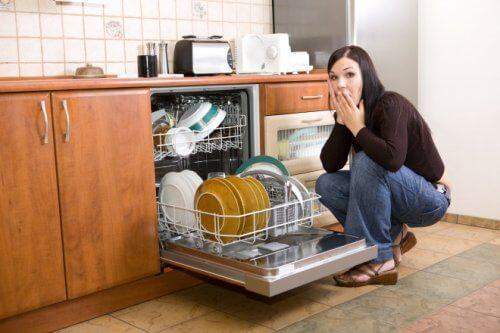 Kiểm tra rõ ràng các vấn đề xảy ra của máy rửa bát Bosch.