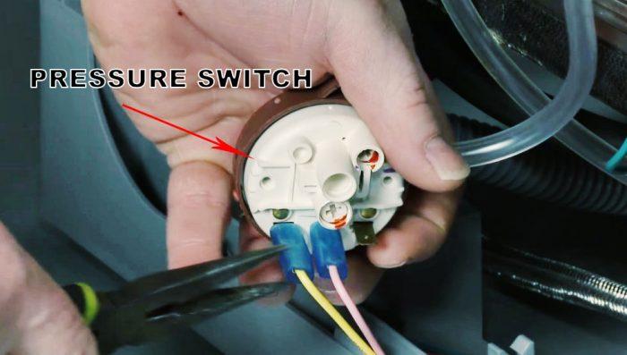 Vị trí công tắc áp suất trong máy rửa chén Electrolux